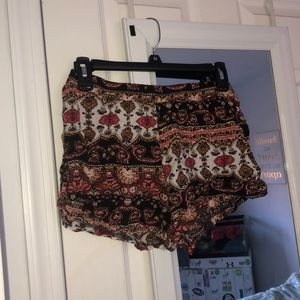Other - Patterned flowy shorts